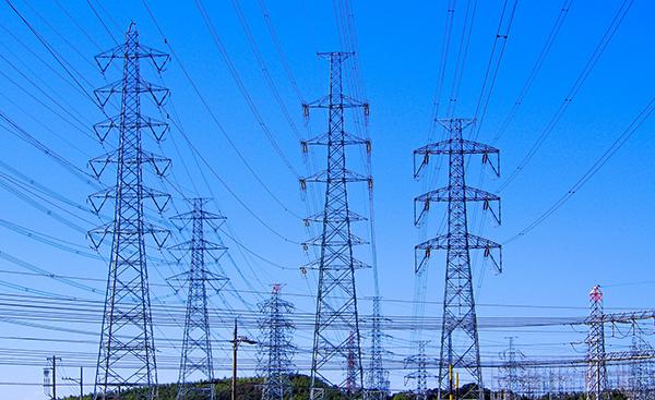電気が送れなくなる?送電線の空き容量問題について