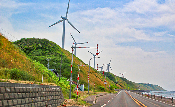 台風20号により風力発電の風車が倒壊