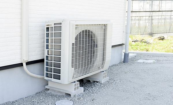 エアコンの室外機が倒れた時絶対に自分で起こしてはいけない理由とは?