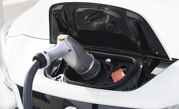未来の車 電気自動車について
