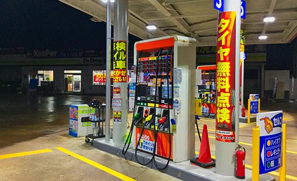 ガソリンスタンドに電気自動車の充電器が併設されない理由とは