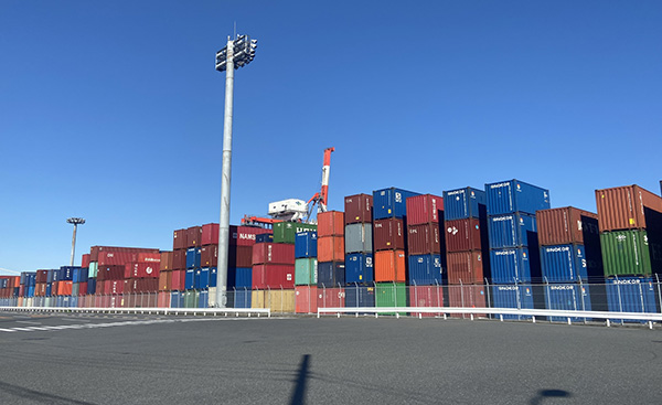 スエズ運河でのコンテナ船座礁事故が電気代に与える影響とは?