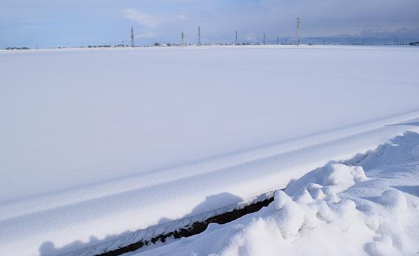 豪雪が太陽光発電の弱点である理由とは?